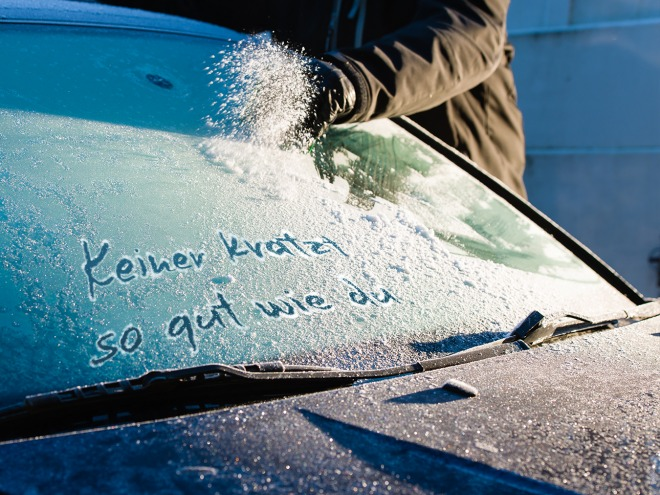 dfreeeze reliably removes ice and snow from car windows